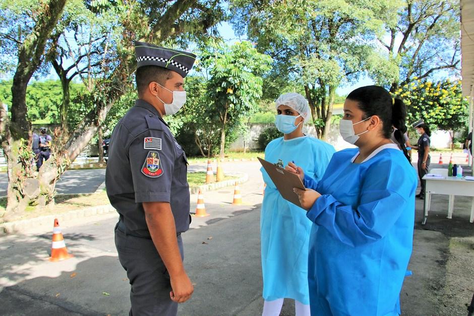 Alunos de enfermagem do Cephas participam da campanha de vacinação dos agentes de segurança pública