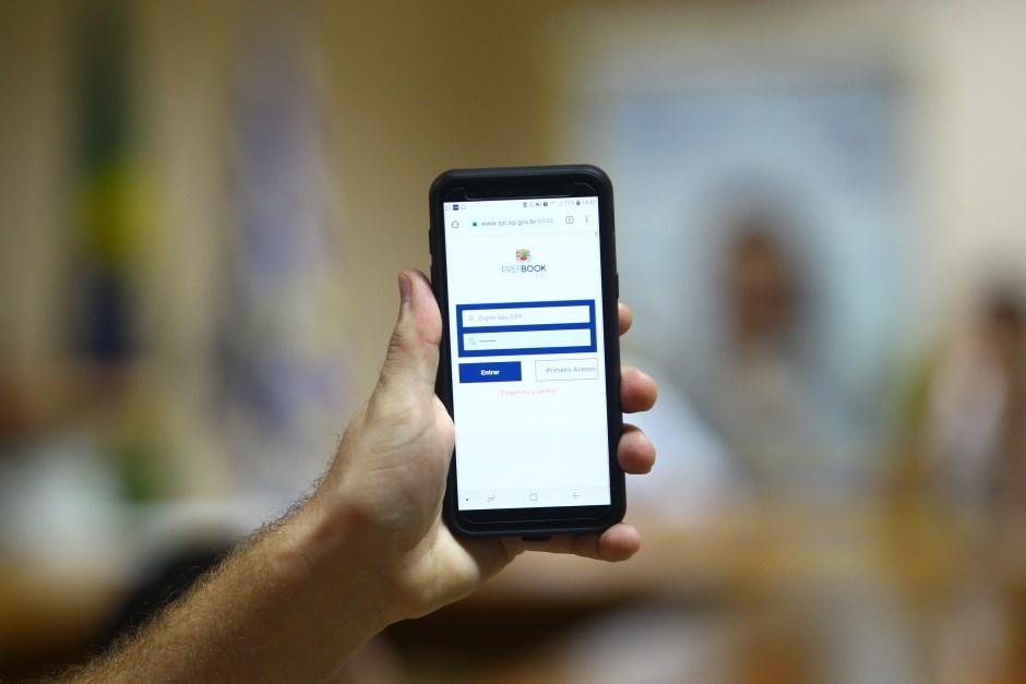 Com Pref Book, Prefeitura agiliza acesso de cidadão a seus dados. Foto: Claudio Vieira/PMSJC. 10-04-2019